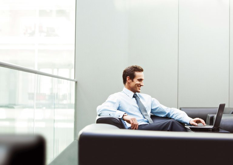 man_office_businessman_smile_laptop_79850_3780x2675