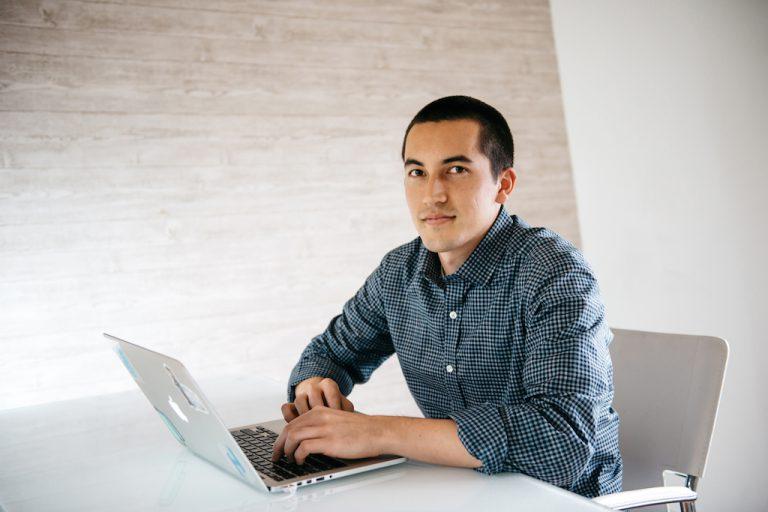 Προγραμματιστής, 27 ετών